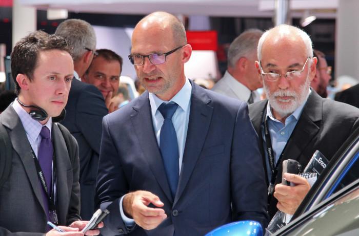 Klaus Bischoff im Gespräch mit einem Journalisten | IAA 2015