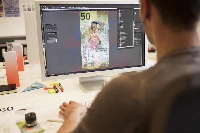 Grafiker bei der Arbeit, RS 50er-Note auf dem Bildschirm
