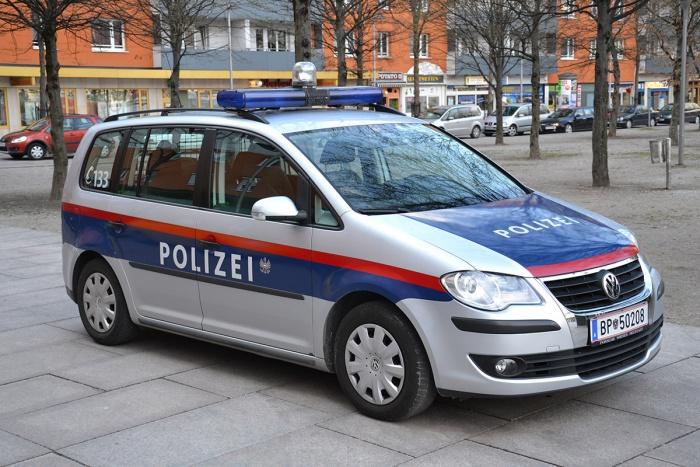 Polizeiauto Touran Österreich