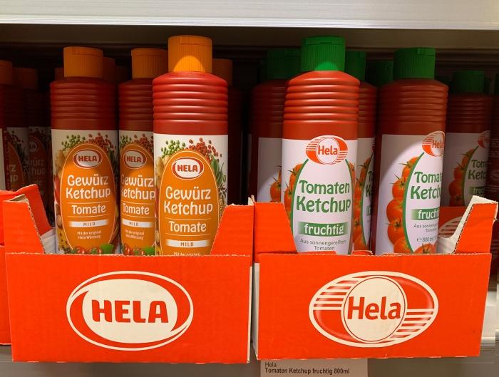 Hela Ketchup im Supermarktregal, Foto: Schaffrinna