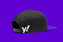 Yahoo! Cap – New Design (2019), Quelle: Pentagram/Bierut