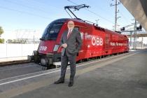 ÖBB – Vorstandsvorsitzender Andreas Matthä vor Triebwagen, Quelle: ÖBB, Foto: Scheiblecker