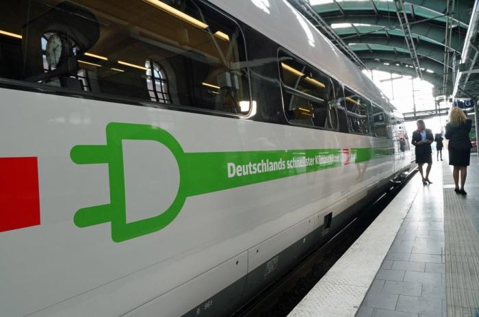"""ICE 4 Außendesign – Vorstellung """"Deutschlands schnellster Klimaschuetzer"""" im Ostbahnhof am 10.09.2019, Quelle: Deutsche Bahn AG, Foto: Pierre Adenis"""