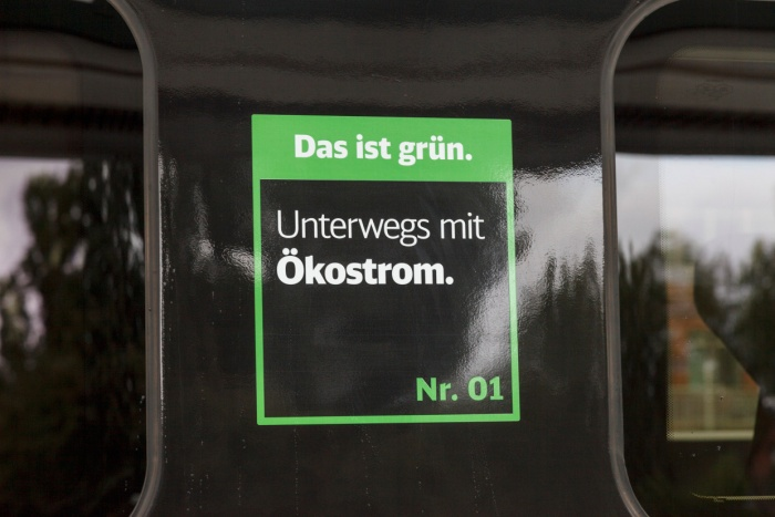 """ICE 4 – """"Das ist grün"""" Label, Quelle: Deutsche Bahn AG, Foto: Pierre Adenis"""