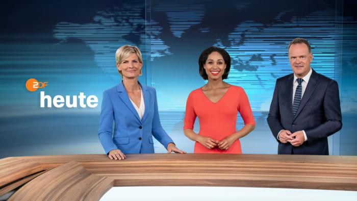 ZDF-Nachrichtenstudio im neuen Design – Moderatorenteam