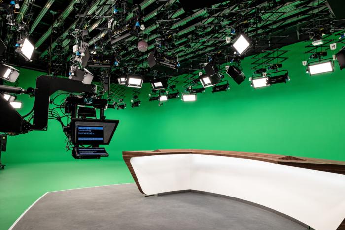 ZDF-Nachrichtenstudio mit neuem Moderationstisch